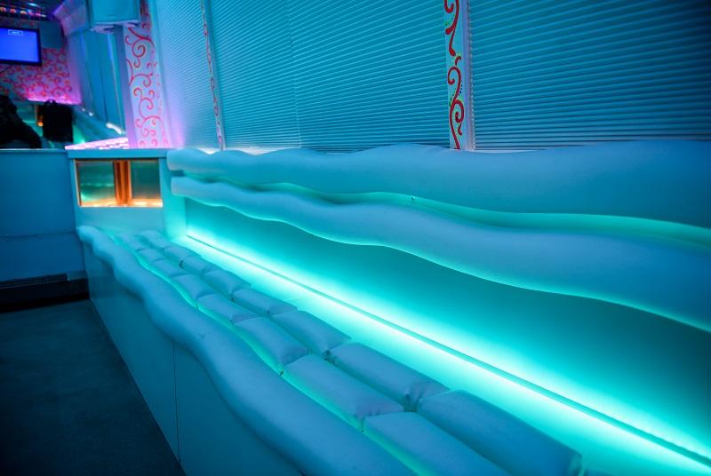 Синяя подсветка в Party Bus Avatar